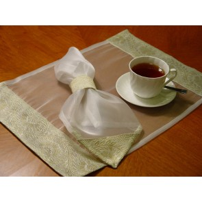 White and Gold Tissue Place Mats